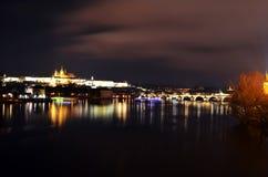 Prague la nuit Photographie stock