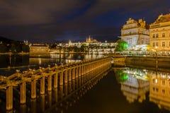 Prague la nuit Photographie stock libre de droits