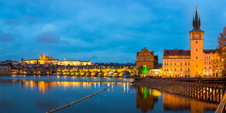 Prague la nuit Photo stock