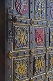 Prague - la porte de la cathédrale gothique sur Vysehrad Photos stock