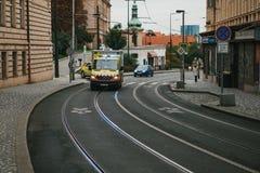 Prague, le 24 septembre 2017 : Une ambulance sur la rue de ville Aide de secours Service d'ambulance 112 Image libre de droits