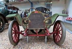 PRAGUE - MAJ 12: Tappningbilen Bugatti på skärm i Natioen Arkivbilder