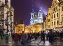 Prague Nattsikt av den Staromestske fyrkanten Royaltyfri Bild