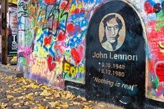 PRAGUE - NOVEMBER 8 - Prague Lennon vägg, Tjeckien, Europa Royaltyfria Bilder