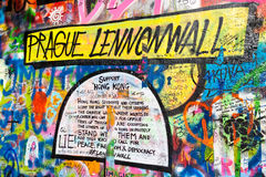 PRAGUE - NOVEMBER 8 - Prague Lennon vägg, Tjeckien, Europa Arkivfoto
