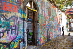 PRAGUE - NOVEMBER 8 - Prague Lennon vägg, Tjeckien, Europa Arkivfoton