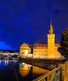 Prague : Novotneho et passerelle de Charles la nuit Photographie stock libre de droits