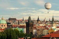 Prague oldtown med ballongen Arkivfoto
