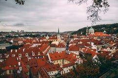 Prague oldtownpanorama på regnig dag Arkivbild