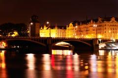 Prague på natten. Arkivfoto