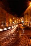 Prague på natten. Arkivbild