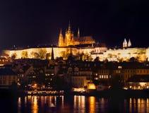 Prague på natten Arkivbild