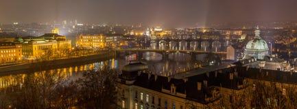 Prague på natten Fotografering för Bildbyråer