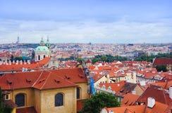 Prague panorama från den Hradcanske namestien Royaltyfri Bild