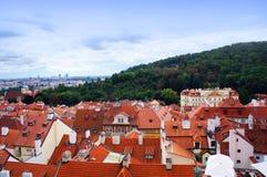 Prague panorama från den Hradcanske namestien Royaltyfri Fotografi