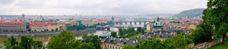 Prague panorama som göras från Hradcany kullar, Tjeckien Royaltyfri Bild
