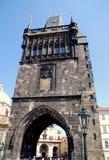 Prague, préposé du service tchèque : Gatehouse de passerelle de Charles images stock