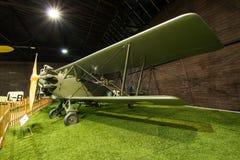 PRAGUE, RÉPUBLIQUE TCHÈQUE - 18 AOÛT 2016 : Le vieil avion militaire se tient dans le musée Kbely d'aviation de Prague à Prague Photographie stock libre de droits