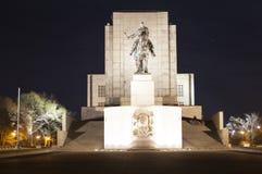 PRAGUE, RÉPUBLIQUE TCHÈQUE - 21 DÉCEMBRE 2015 : Photo de statue équestre de Jan Zizka sur la colline de Vitkov Photo stock