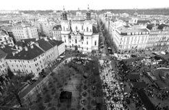 Prague, République Tchèque - 27 janvier 2014 : Vieille place de Prague avec un point de vue élevé Photo noire et blanche Image libre de droits