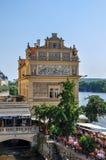 Prague, République Tchèque - 18 juin 2012 : Musée Bedrich Smetana de bâtiment sur la rivière de Vltava à Prague, une des attracti Images libres de droits