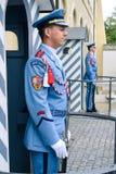Prague/République Tchèque - 08 09 2016 : Le château garde le straz de Hradni du palais présidentiel Images libres de droits