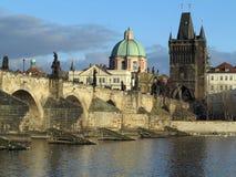 PRAGUE, RÉPUBLIQUE TCHÈQUE, LE 10 DÉCEMBRE 2016 : Le pont de Charles Images stock