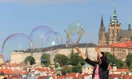 PRAGUE, RÉPUBLIQUE TCHÈQUE - 17 MAI 2017 : Prague, République Tchèque L'itinéraire de touristes populaire à Praha, promenade par Photo libre de droits