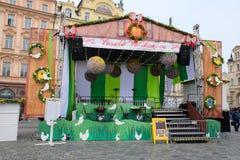 Prague, République Tchèque 27 mars 2018 : Célébration de Pâques dans la vieille place Scène de fête pour des concerts et des repr photos libres de droits