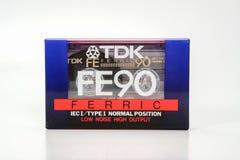 PRAGUE, RÉPUBLIQUE TCHÈQUE - 29 NOVEMBRE 2018 : Fe 90 de TDK compact audio de cassette ferrique Cassette sonore sur un fond blanc images stock