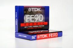 PRAGUE, RÉPUBLIQUE TCHÈQUE - 29 NOVEMBRE 2018 : Fe 90 de TDK compact audio de cassette ferrique Cassette sonore sur un fond blanc photo stock