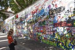 PRAGUE, RÉPUBLIQUE TCHÈQUE - 5 SEPTEMBRE 2015 : Photo de mur John Lennon Images libres de droits