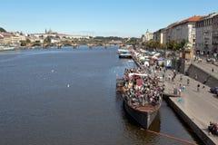 PRAGUE, RÉPUBLIQUE TCHÈQUE 5 SEPTEMBRE 2015 : Photo de Naplavka Quay Photos libres de droits