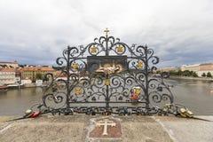 PRAGUE, RÉPUBLIQUE TCHÈQUE - 18 SEPTEMBRE : Serrures chez Charles Bridge Photos stock