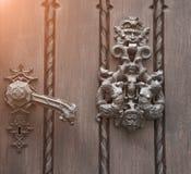 Prague rentré par photo Élément de fer de la porte médiévale image libre de droits