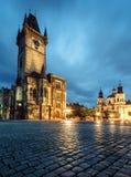 Prague sen afton för gammalt stadshus Arkivbild