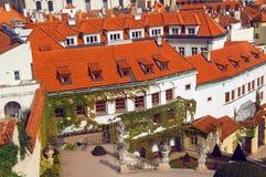 Prague sikt från Vrtbovska Zahrada Royaltyfria Foton