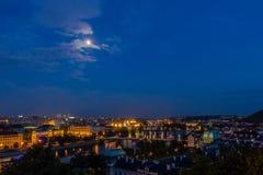 Prague sikt i natt Arkivfoto