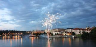 Prague sikt och fyrverkerier royaltyfri fotografi