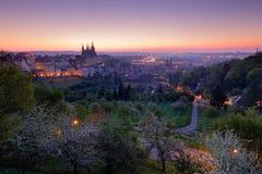Prague skymningmorgon Vår i staden Prague i Tjeckien Härliga Prague för soluppgång Natt i den Prague staden, Centr Fotografering för Bildbyråer