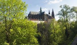 Prague slott från den nordliga sidan, Tjeckien Arkivfoton