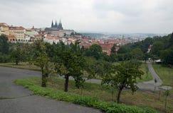 Prague slott med trädgårdar Arkivbilder