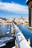 Prague slott och Charles bro, Prague (UNESCO), tjeckisk republi Royaltyfria Bilder