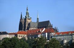 Prague slott och domkyrka av helgonet Vitus i Prague Arkivfoton