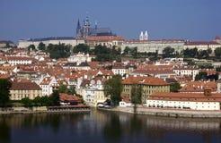 Prague slott och St Vitus Cathedral - Prague - Tjeckien Royaltyfria Bilder