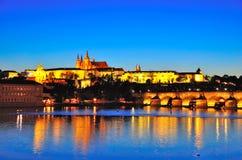 Prague slott på natten, Tjeckien Arkivbild