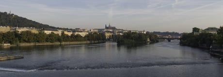 Prague slott - sikt över floden Vltava Fotografering för Bildbyråer