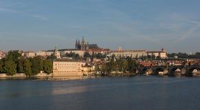 Prague slott - sikt över floden Vltava Royaltyfri Fotografi