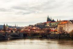Prague, slotten och St Vitus Cathedral för republiktown för cesky tjeckisk krumlov medeltida gammal sikt Arkivfoton