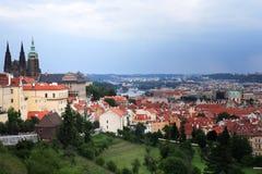 Prague sous le ciel nuageux Image libre de droits